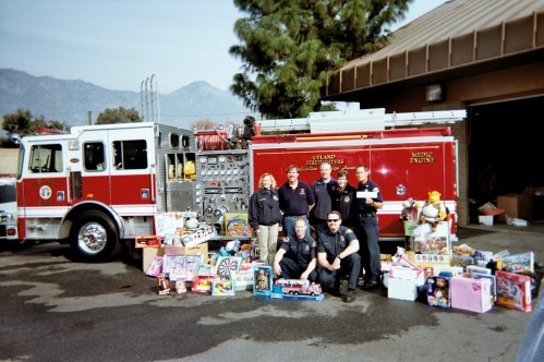 Upland City Fire donats toys to Op Christmas 2004