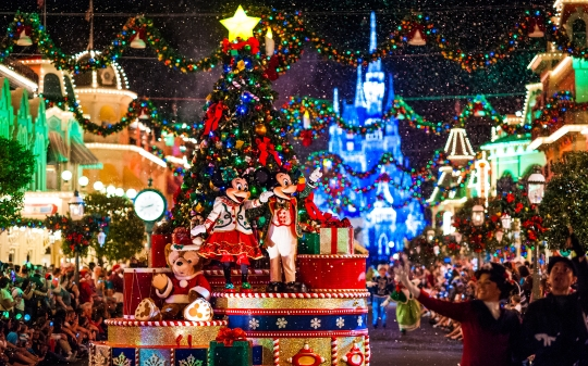 disneyland-christmas-tree-wallpaper-4
