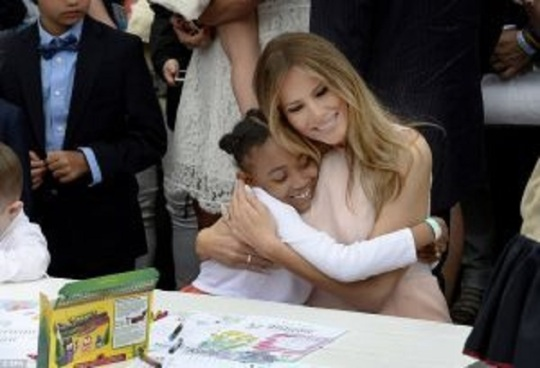 Melania-Trump-Just-MELTED-Our-Hearts-By-Doing-This-At-White-House-Easter-Egg-Roll